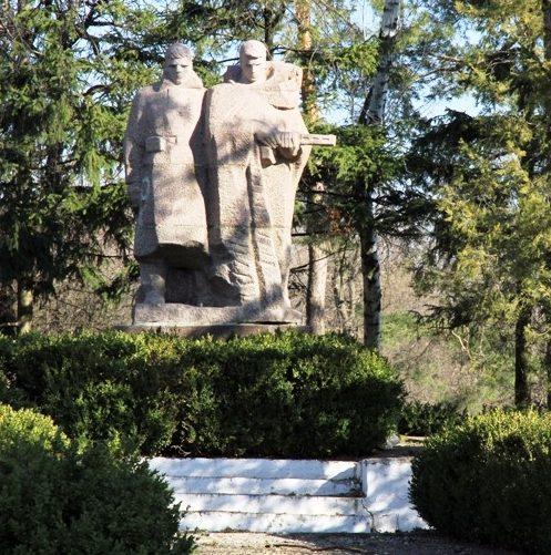 с. Погребены Оргеевского р-на. Памятник воинам, погибшим в годы Великой Отечественной войны
