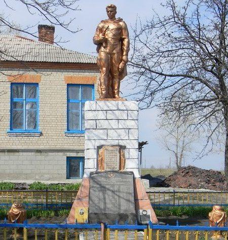 с. Семеновка Шевченковского р-на. Памятник во дворе школы, установлен на братской могиле, в которой похоронено 167 воинов, погибших во время войны