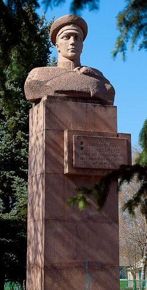 с. Чокылтяны Оргеевского р-на. Памятник Герою Советского союза старшине Ш. Г. Казанбаеву