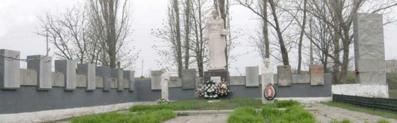 с. Сподобовка Шевченковского р-на. Общий вид братской могилы