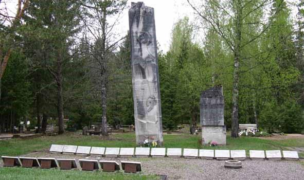 п. Сиимусти, волость Йыгева. Братская могила на кладбище, которой похоронено 27 воинов