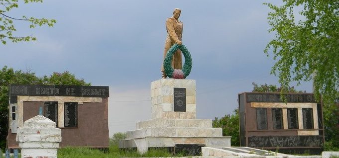 с. Безмятежное Шевченковского р-на. Общий вид братской могилы