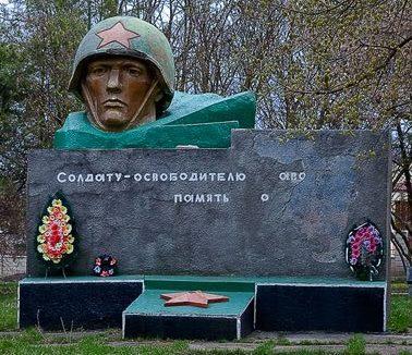 с. Малиновское Рышканского р-на. Мемориал в центре села в память 106 погибшим односельчанам
