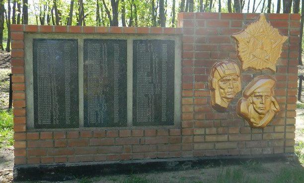 Стелы с именами погибших воинов
