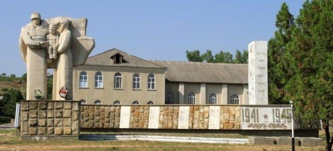 с. Абаклия Бессарабского р-на. Памятник воинам, погибшим в годы Великой Отечественной войны