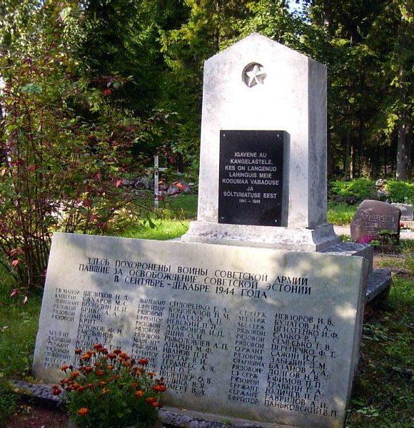 п. Ханила, Ханильская волость. Братская могила советских воинов на сельском кладбище