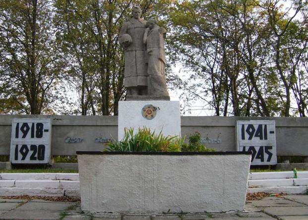 п. Коротыч Харьковского р-на. Общий вид братской могилы