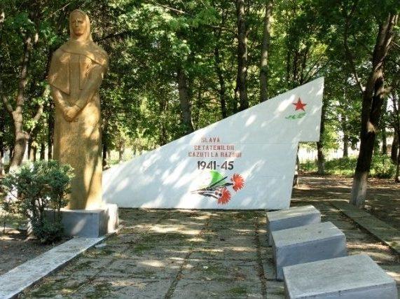 с. Старые Каракушаны Бричанского р-на. Памятник воинам, погибшим в годы Великой Отечественной войны