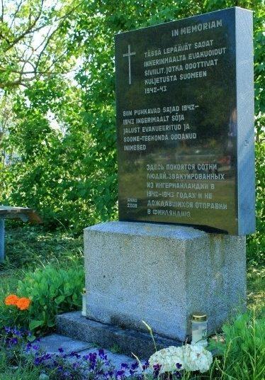 г. Палдиски. Памятник ингерманландцам на Русском кладбище, установленный в 2008 году