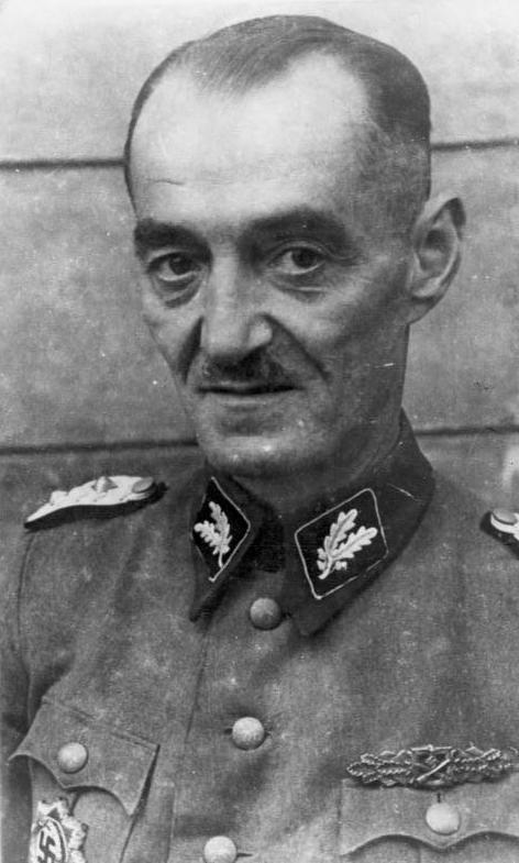 Оскар Дирлевангер в звании оберфюрера СС. 1944 г.