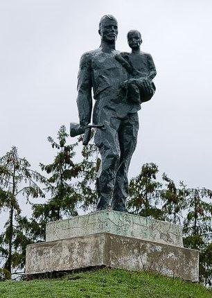 с. Цариград Дрокиевского р-на. Памятник погибшим односельчанам в годы войны