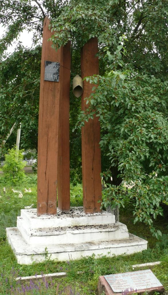 с. Моара Домняскэ Глодянского р-на. Памятник погибшим односельчанам
