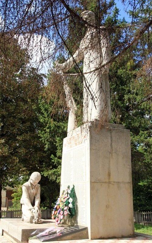 с. Столничены Единецкого р-на. Памятник воинам, погибшим в годы Великой Отечественной войны
