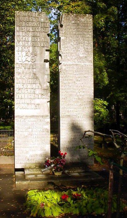 г. Пярну. Братская могила советских воинов на старом городском кладбище