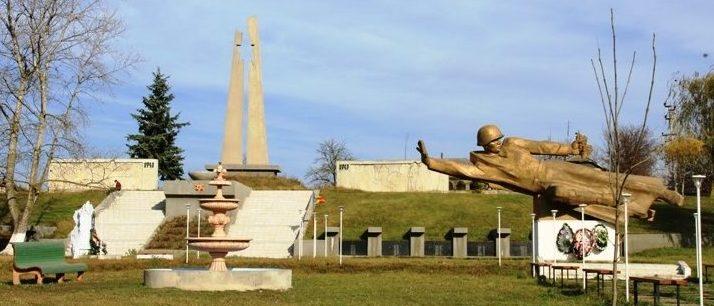 с. Тринка Единецкого р-на. Мемориал воинам, погибшим в годы Великой Отечественной войны