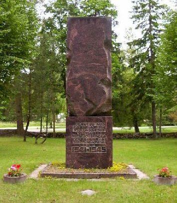 п. Пярну-Яаагупи, Халингская волость. Братская могила советских воинов