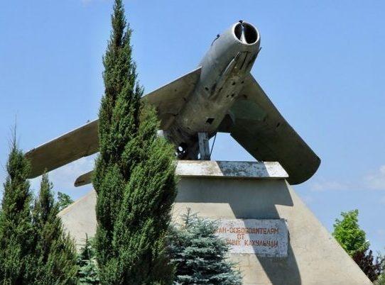 г. Кагул. Памятник советским летчикам-освободителям