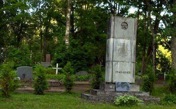 м. Кяру, Кяруская волость. Братская могила советских воинов на городском кладбище
