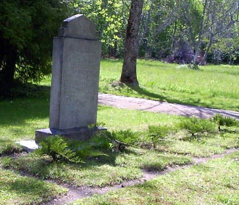 п. Велисе, Марьямааская волость. Братская могила советских воинов на поселковом кладбище