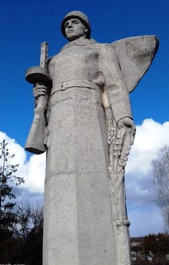 Памятник на месте воинского захоронения