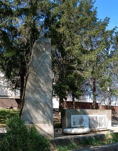 с. Сесены Каларашского р-на. Памятник на могиле партизан, погибших в 1944 году (группа «Журналист»)