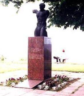г. Каласте. Памятник погибшим землякам