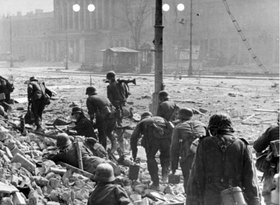 Солдаты СС «Дирлевангер» в Варшаве на подавлении восстания. 1944 г.