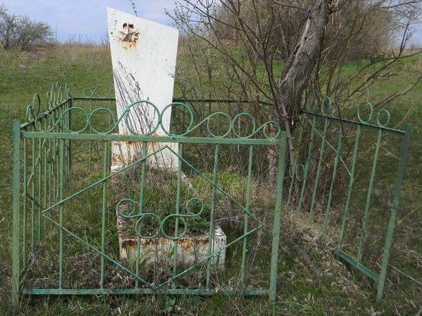 с. Богодаровка Шевченковского р-на. Могила неизвестного солдата