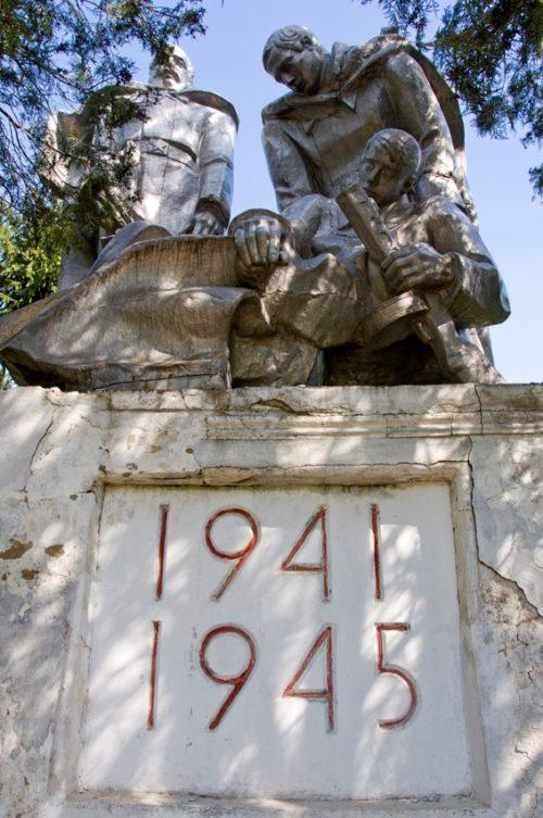 с. Баймаклия Каушанского р-на. Памятник воинам, погибшим в годы Великой Отечественной войны