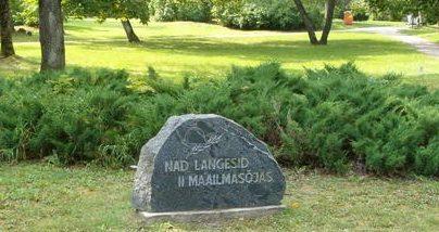 г. Кейла. Памятный камень на братской могиле, погибших воинов