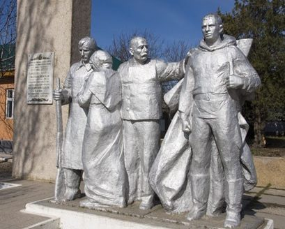 с. Заим Каушанского р-на. Памятник установлен в память о воинах 37-й армии, освободивших село 22 августа 1944 года