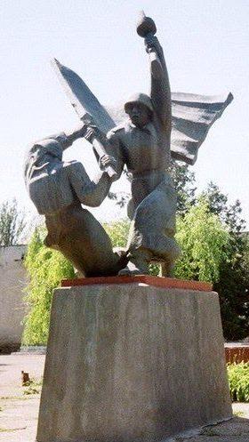 г. Кайнары Каушанского р-на. Памятник воинам, погибшим в годы Великой Отечественной войны