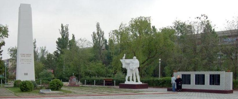 г. Каушаны. Мемориальный комплекс на братском захоронении 86 воинов и монумент павшим односельчанам в годы войны