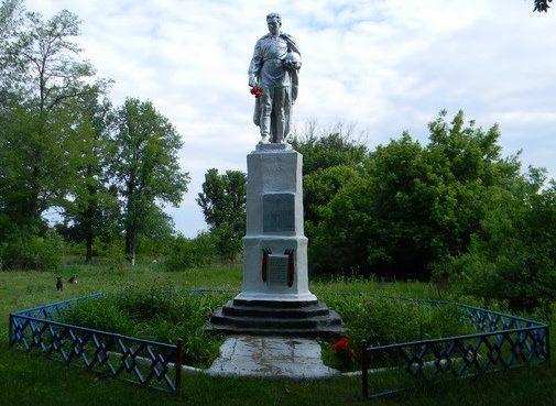с. Пыльная Харьковского р-на. Братская могила воинов