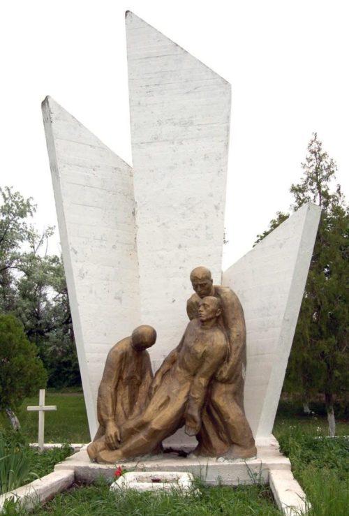 с. Плоп Штюбей Каушанского р-на. Памятник на братской могиле, в которой похоронено 719 воинов