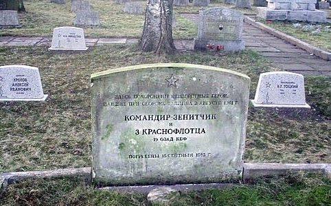 Памятник неизвестным воинам ПВО на военном кладбище