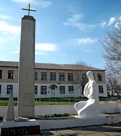 с. Драсличены Криулянского р-на. Мемориал воинам, погибшим в годы Великой Отечественной войны
