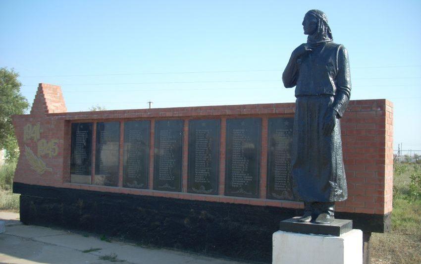 с. Тайпак Акжаикского р-на. Памятник воинам, павшим в годы Великой Отечественной войны.