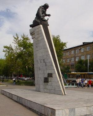 . Караганда. Памятник Герою Советского Союза Нуркену Абдирову.