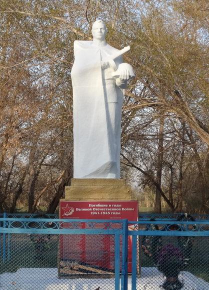 с. Большая Малышка Кызылжарского р-на. Памятник воинам-односельначам, павшим в годы Великой Отечественной войны.
