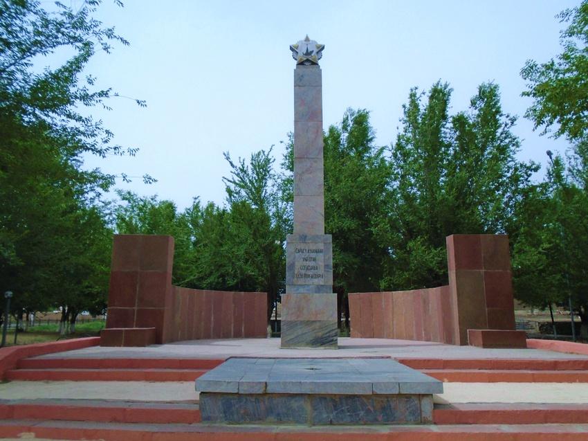 с. Саудакент Сарысуского р-на. Памятник землякам Сарысуского района, погибшим в годы войны.