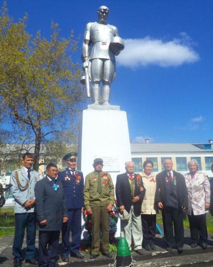 с. Петерфельд Кызылжарского р-на. Памятник «Воину-освободителю».