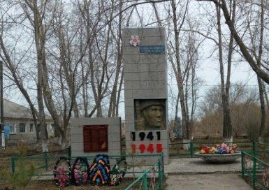 с. Пресновка, Кызылжарского р-на. Памятник воинам, павшим в годы Великой Отечественной войны.