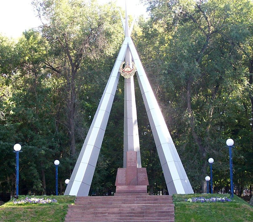 г. Тараз. Монумент Победы на Аллее славы.
