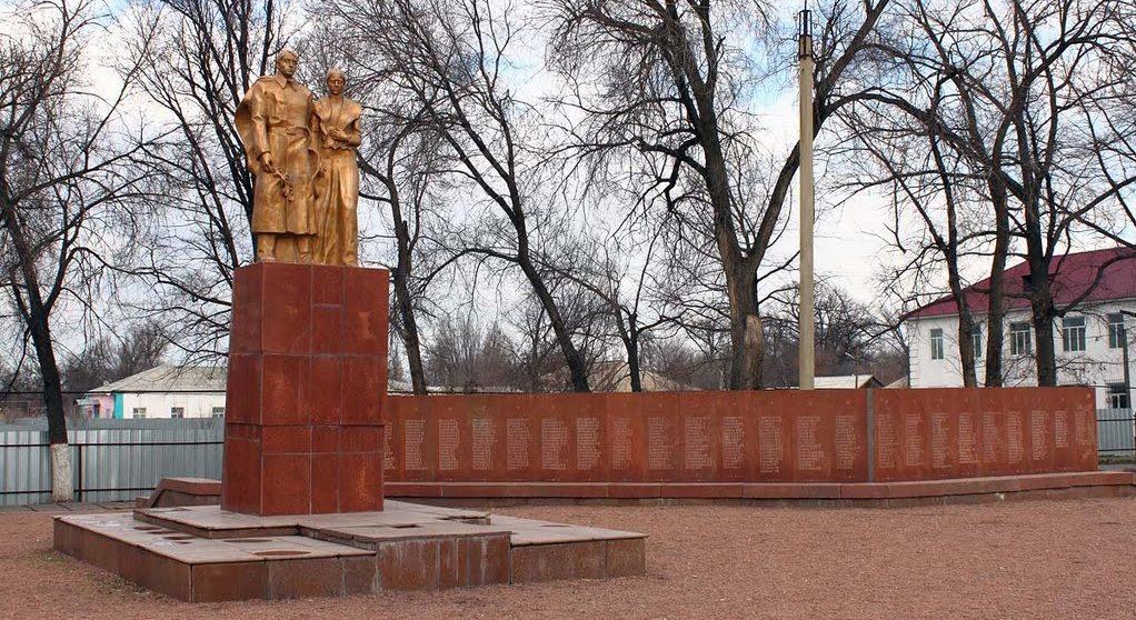 с. Кордай. Мемориал воинам Великой Отечественной войны.