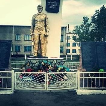 с. Жанатлек Баянаульского р-на. Памятник воинам, погибшим в годы Великой Отечественной войны.