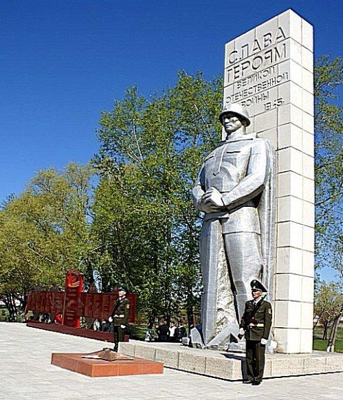 г. Булаево р-на Магжана Жумабаева. Мемориал на центральной площади воинам-землякам, не вернувшимся с войны.