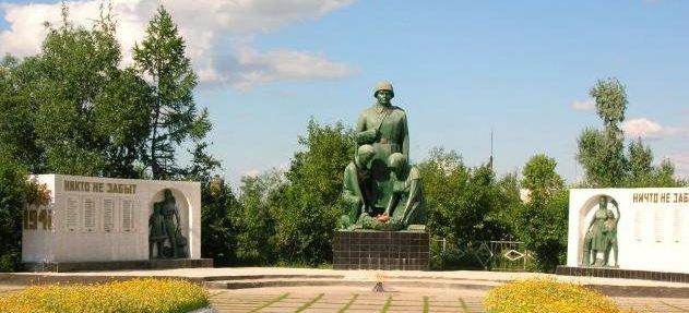 с. Смирново Аккайынского р-на. Мемориал на центральной площади воинам, не вернувшимся с войны.