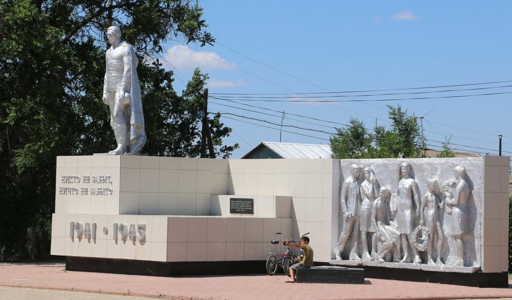 с. Фёдоровка Теректинского р-на. Памятник погибшим воинам.