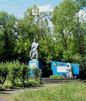 с. Токуши Аккайынского р-на. Памятник воинам-односельчанам, погибшим в годы войны.